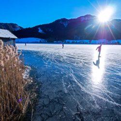 Eislaufen am Weissensee (c) Seehotel Enzian