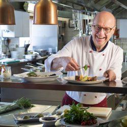 Küchenchef Bei Der Zubereitung (c) Hotel Bergheimat