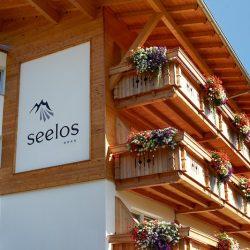 Außenansicht im Sommer © Hotel Seelos