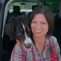 Lydia Kienzer Schwaiger mit Berner Sennenhund Caia © Gut Trögern