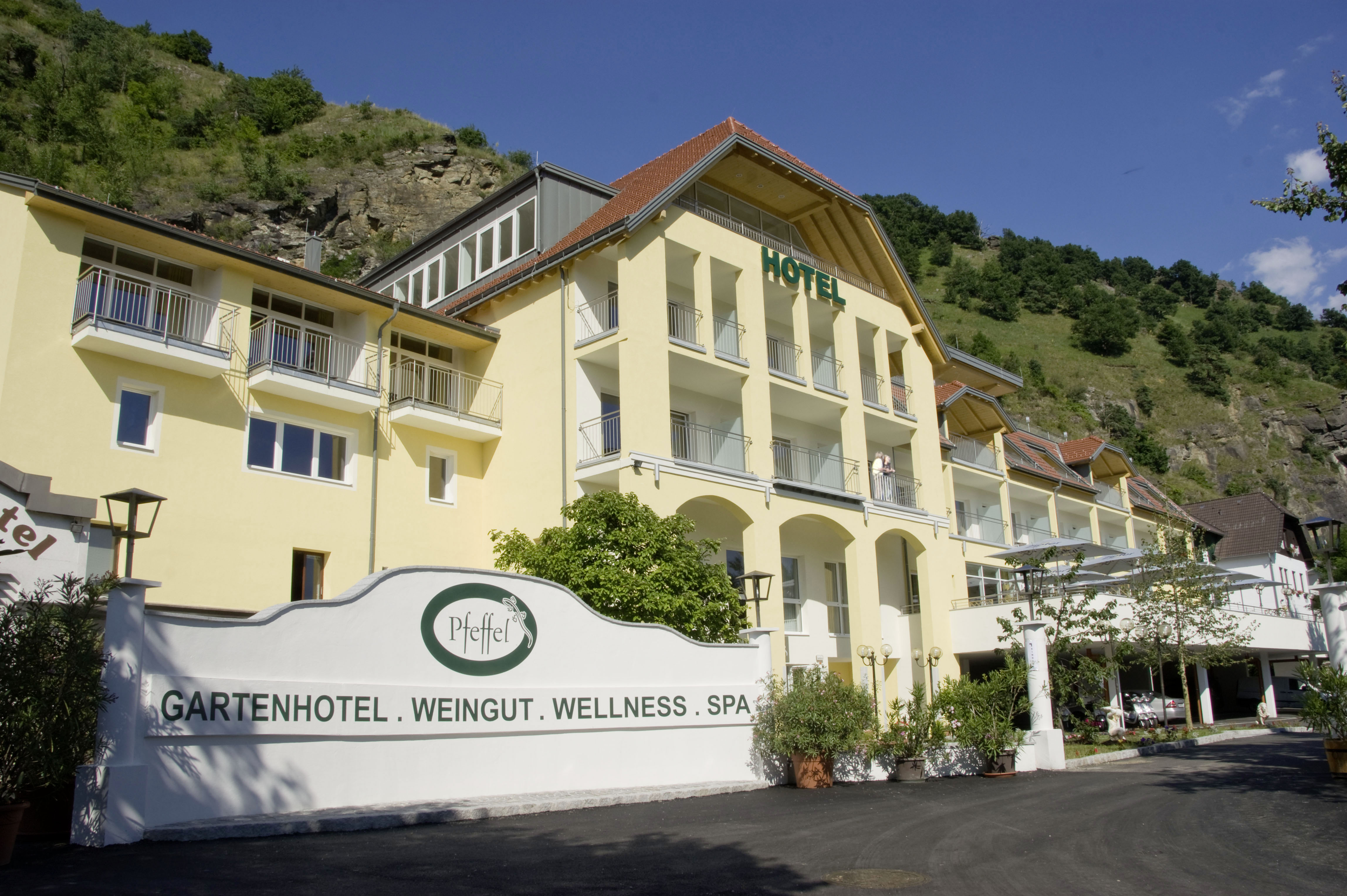 Sommerpanorama Gartenhotel & Weingut Pfeffel @ Alexander Pfeffel