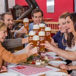 Anstoßen in der Stiegl Brauerei @ Stiegl Brauwelt